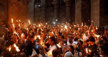 """الأقباط يحتفلون بـ""""سبت الفرح"""".. والحجاج يشهدون ظهور النور المقدس بالقدس"""