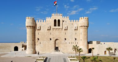 2000 مصرى يحتفلون بأول أيام عيد الأضحى فى قلعة قيتباى بالإسكندرية