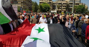 صور.. آلاف السوريون يتظاهرون فى حلب رفضا للعدوان الثلاثى على سوريا