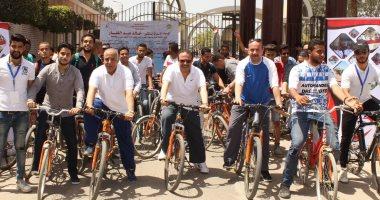 صور .. رئيس جامعة طنطا يشارك الطلاب فعاليات الملتقى الثالث لماراثون الدراجات