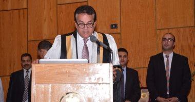 وزير التعليم العالى يكرم علماء جامعة أسيوط فى الاحتفال بعيد العلم (صور)