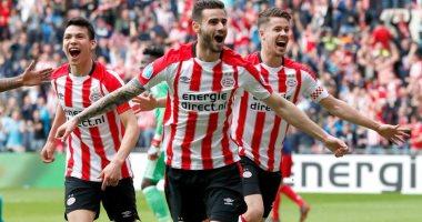 لاعبو إيندهوفن يوافقون على تخفيض رواتبهم بعد إلغاء الدوري الهولندي