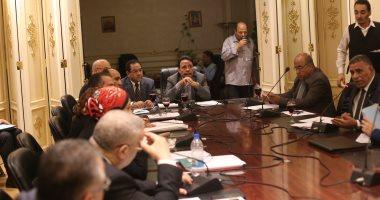 """جلسة عاصفة بـ""""قوى البرلمان"""" بسبب أزمة تسويات الموظفين"""