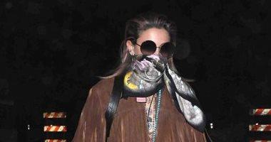 """صور.. باريس جاكسون """"ملثمة"""" أثناء توجهها إلى Coachella Music Festival"""