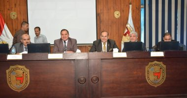 صور.. محافظ سوهاج ورئيس الجامعة يشهدان فعاليات المؤتمر العلمى السنوى لعلوم