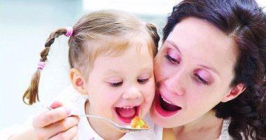 المضغ حرفنة.. علمه لطفلك واضمن له صحة جيدة وهضم سليم