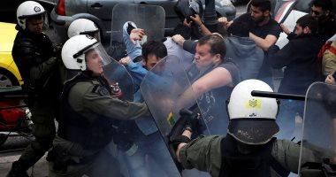 صور.. اشتباكات عنيفة بين الشرطة اليونانية ومحتجين رافضين للغارات على سوريا