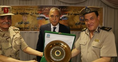 محافظ قنا ومدير جمعية المحاربين القدماء يشهدان حفل تكريم أسر الشهداء والمصابين