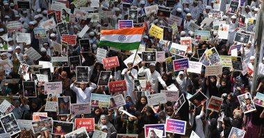 صور.. تظاهر آلاف الهنود احتجاجا على اغتصاب الفتيات فى كشمير