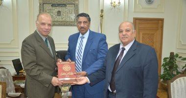 نقيب العلميين يعرض على محافظ القاهرة خطة للتنمية