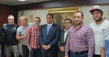 محافظ الغربية يستقبل وفد إعلامى روسى زار نجريج لعقد لقاء مع أسرة محمد صلاح