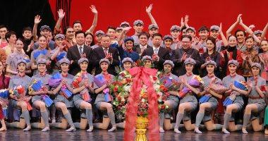 صور.. زعيم كوريا الشمالية وزوجته يحضران حفلا استعراضيا لفرقة فنية صينية
