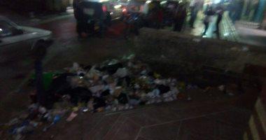 قارئ يشكو من تراكم القمامة أمام محطة مترو عزبة النخل الغربية