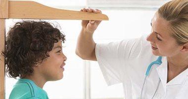 """""""المعامل المركزية"""" تحذر من نقص هرمون النمو فى الطفولة: يسبب التقزم وقصر القامة"""