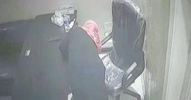 فيديو.. سيدة مجهولة الهوية وراء سرقة عيادة طبيب بولاق الدكرور