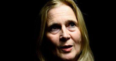 زوجها تحرش بـ18 امرأة فأجبرتها جائزة نوبل للآداب على الاستقالة.. فهل ظلمتها الأكاديمية؟