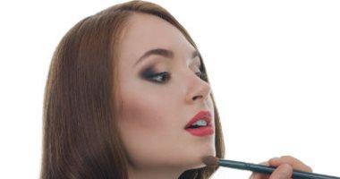من البرايمر للكونسيلر.. خطوات تساعدك على ثبات المكياج على بشرتك