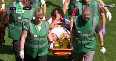 محمد الننى يبكي لحظة خروجه من أرض الملعب