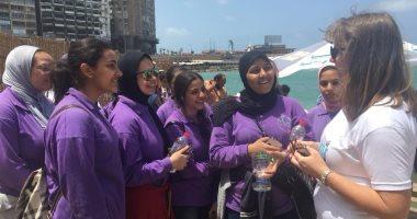 """القنصلية البريطانية بالإسكندرية تتبنى مبادرة لتنظيف شاطئ """"الثغر"""" بيوم الأرض"""