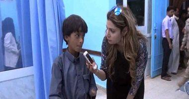 الطفل عبد الواحد مع محررة اليوم السابع