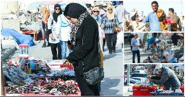 بإكسسوارات الهاند ميد.. حكايات التجار فى السوق السياحى بالإسكندرية