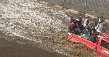صور.. قارئ يشكو من غرق الشوارع فى المعصرة بسبب الأمطار الغزيرة