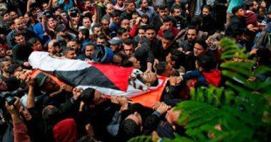 صور.. فلسطينيون يشيعون جثمان الصحفى أحمد أبو حسين