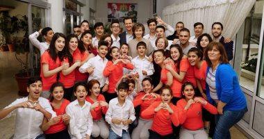 صور.. بشار الأسد وزوجته يزوران مدرسة بنات الشهداء فى العاصمة السورية