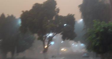 """""""المرور"""" يغلق طريق """"رأس غارب – الشيخ فضل"""" بسبب العاصفة الترابية"""
