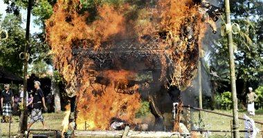 صور.. انطلاق مراسم حرق جثث الموتى فى جزيرة بالى الإندونيسية