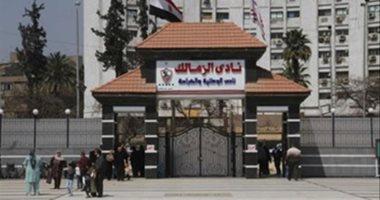 الشرطة تفرض كردونا أمنيا أمام بوابة نادى الزمالك بشارع جامعة الدول