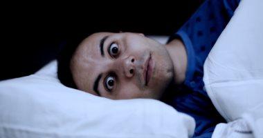 خبراء يقدمون نصائح عن كيفية النوم مع القلق بسبب فيروس كورونا