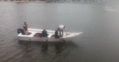 فيديو وصور.. الإنقاذ النهرى ينقذ سيدة بعد سقوط سيارتها بالنيل بدمياط