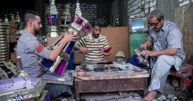 """مراحل تصنيع فانوس رمضان.. """"أبو ولاد والنجمة"""" الأصعب.. وارتفاع الأسعار أثر على البيع"""