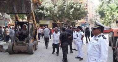 صور.. حملة مكبرة لإزالة إشغالات شارع العشرين فى الجيزة