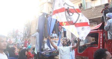 صور.. أهالى الأقصر وإسنا يحتفلون باستقبال شهر رمضان بأعلام منتخب مصر