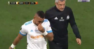 فيديو.. باييه يغادر الملعب باكيا للإصابة.. وجريزمان يواسيه بقبلة
