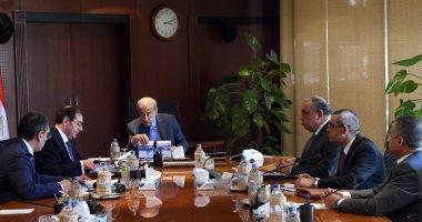 رئيس الوزراء يبحث موقف المشروعات الإنتاجية والخدمية لوزارتى البترول والبيئة