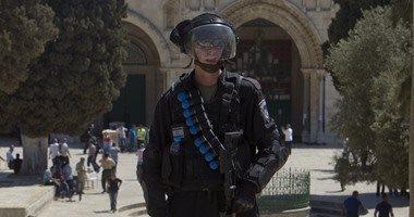 شرطة الاحتلال تعتقل حارس المسجد الأقصى من أمام مصلى باب الرحمة
