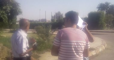 مدير الطرق والنقل بالأقصر ورئيس مدينة القرنة يتفقدان طريق حاجر الضبعية