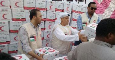 الهلال الأحمر الإماراتى يوزع 10 آلاف كرتونة رمضانية ويقيم موائد إفطار.. صور
