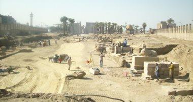 مواطن يشكو من انقطاع الكهرباء عن قرية البعيرات الأثرية يومياً
