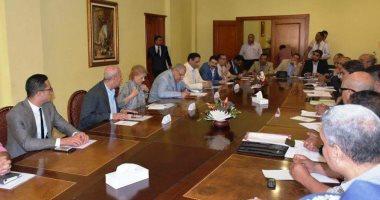 محلب يناقش مشروعات لصندوق تحيا مصر بتكلفة 320 مليون جنيه بأسوان