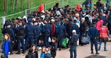 صور..الشرطة الفرنسية تخلى مخيما للمهاجرين فى باريس