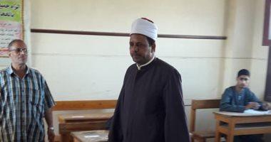 صور.. رئيس منطقة أسيوط الأزهرية يتفقد سير امتحانات الشهادة الثانوية