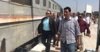 تكدس وتسطيح للمواطنين أعلى قطار منوف ـ القاهرة لتأخره نصف ساعة عن موعده