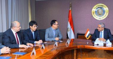 وزير التجارة والصناعة يبحث إقامة مشروع جديد لإنتاج المكونات الإلكترونية