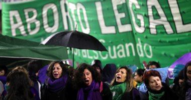 صور.. آلاف النساء يتظاهرن فى الأرجنتين من أجل تشريع الإجهاض