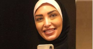 الإعلامية سالى عبد السلام تهدى عمرة لمستمعة لها بالراديو توفت منذ عام ونصف