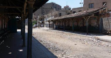 """صور.. شكوى من تحول محطات """"ترام"""" مصر الجديدة إلى وكر للمدمنين"""